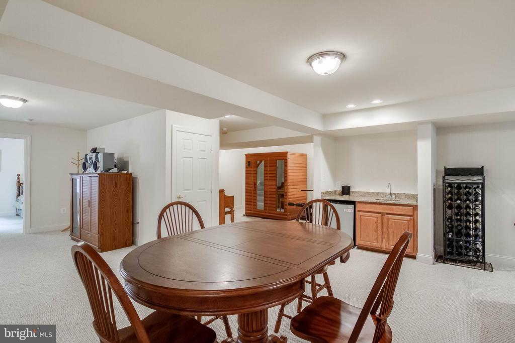 Basement Recreation Room with Wet Bar - 3465 LOGSTONE DR, TRIANGLE