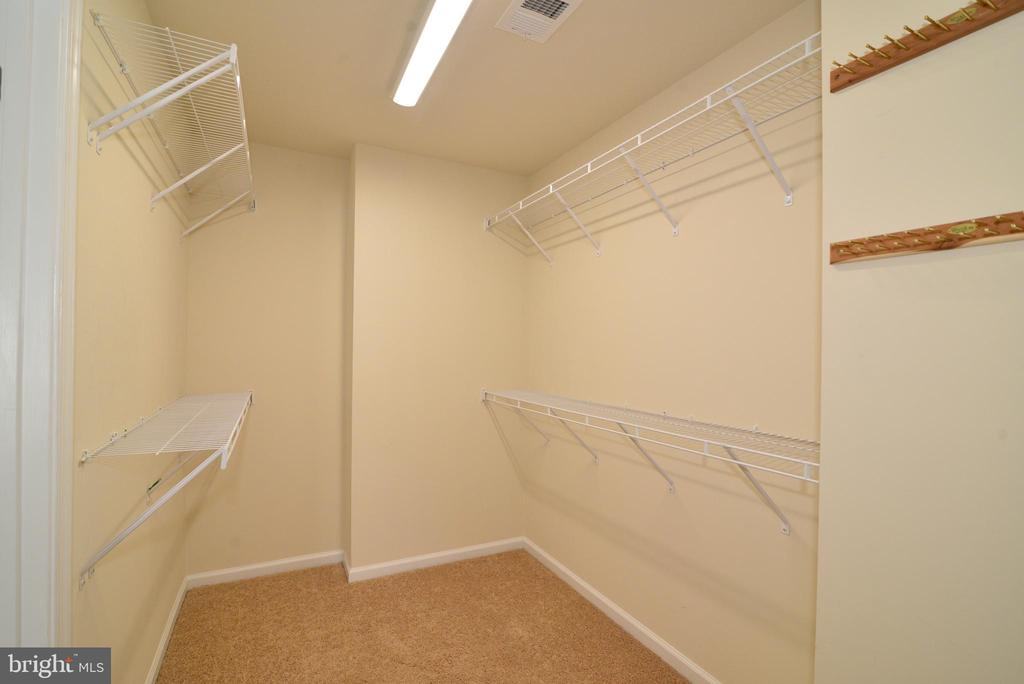 Large walk in closet - 42752 KEILLER TER, ASHBURN