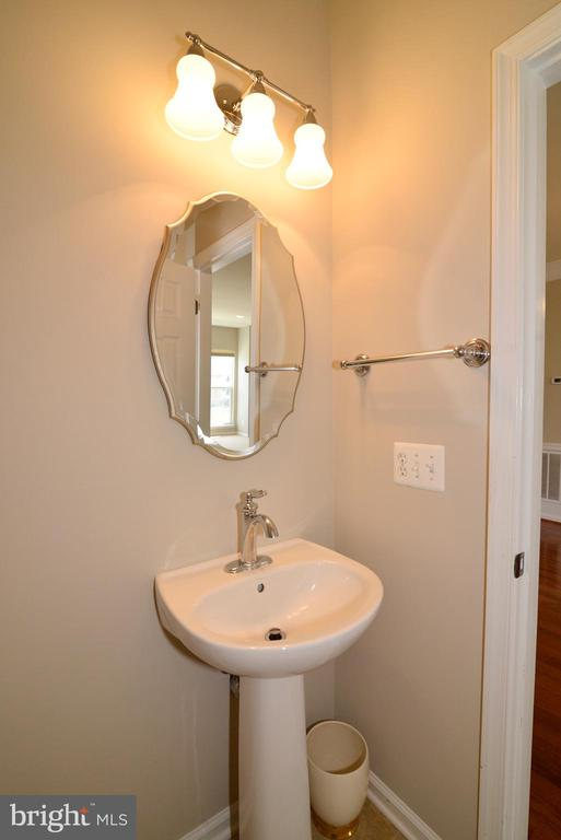 Main level half bath - 42752 KEILLER TER, ASHBURN