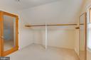 Owners suite closet - 4007 SPRUELL DR, KENSINGTON