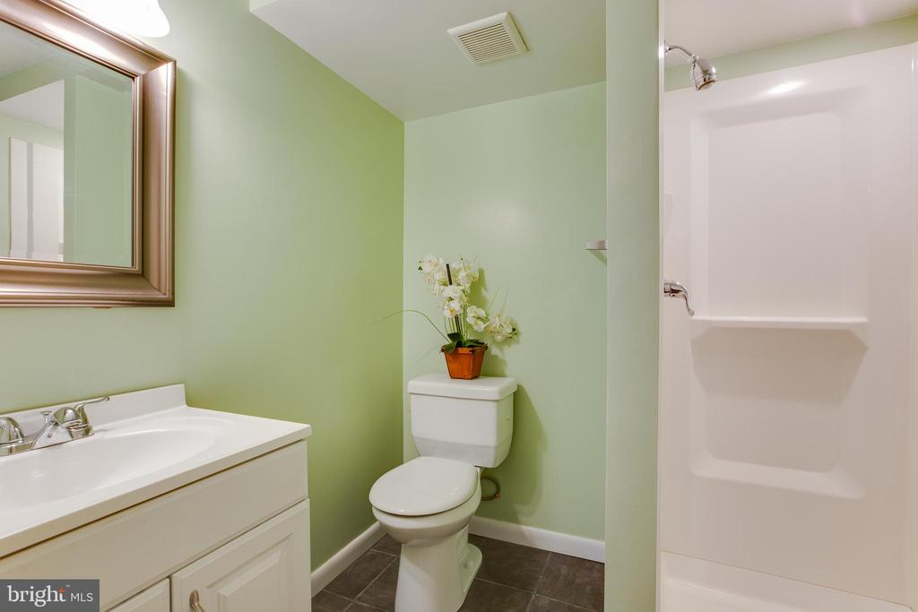 Full bath in basement - 4007 SPRUELL DR, KENSINGTON