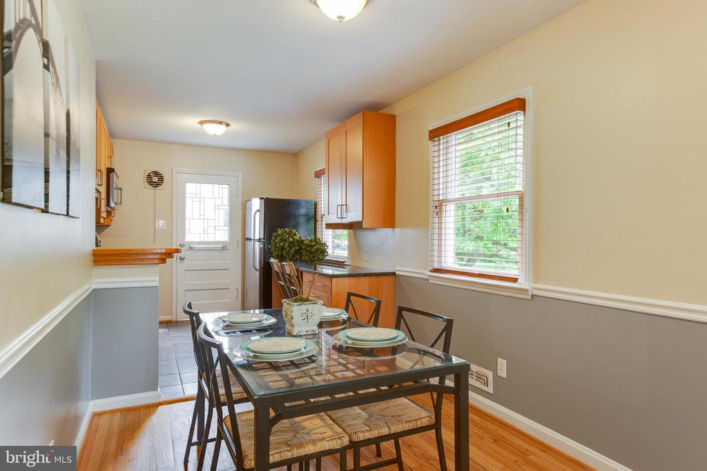 View of dining are and kitchen - 4007 SPRUELL DR, KENSINGTON