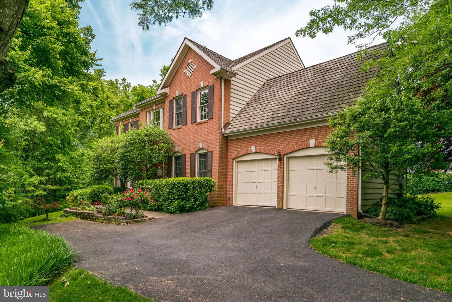Single Family for Sale at 13020 Bankfoot Ct Herndon, Virginia 20171 United States