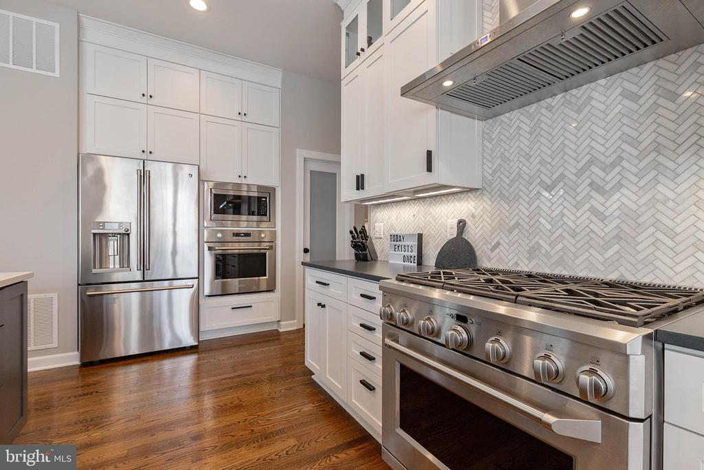 Amazing Gourmet Kitchen - 19448 MILL DAM PL, LEESBURG