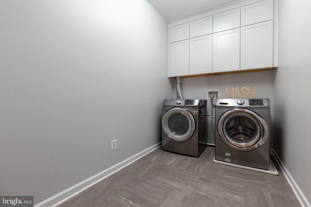 Upper Level Laundry Room - 19448 MILL DAM PL, LEESBURG