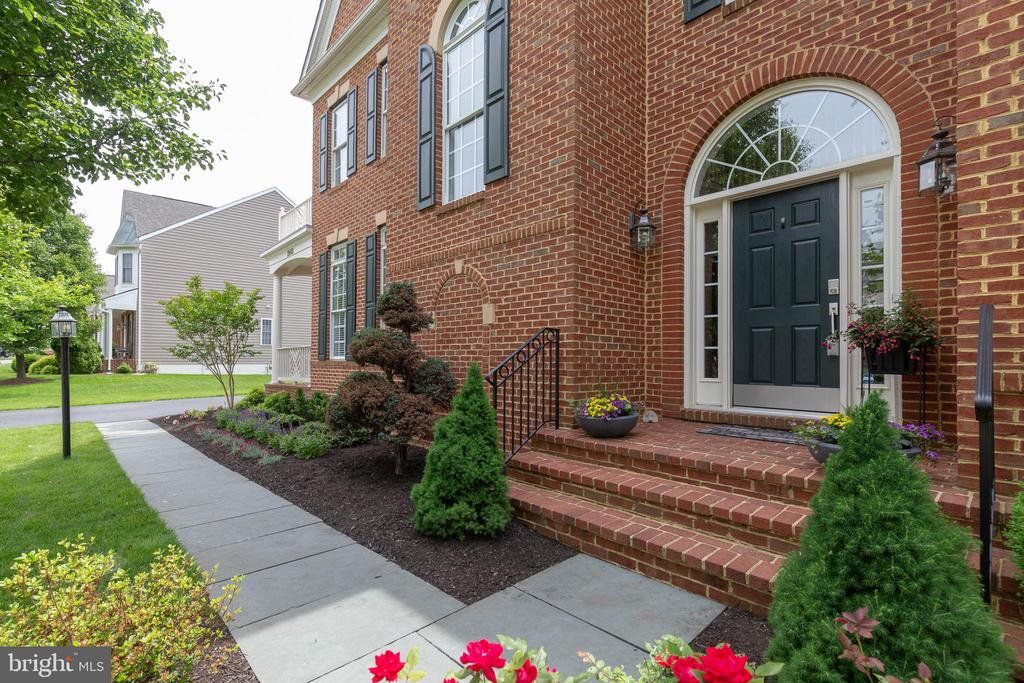 Slate Walkway with Beautiful Landscaping - 19448 MILL DAM PL, LEESBURG