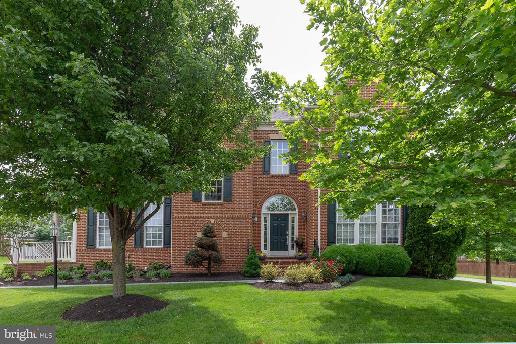 Front Yard with Mature Trees and Landscaping - 19448 MILL DAM PL, LEESBURG