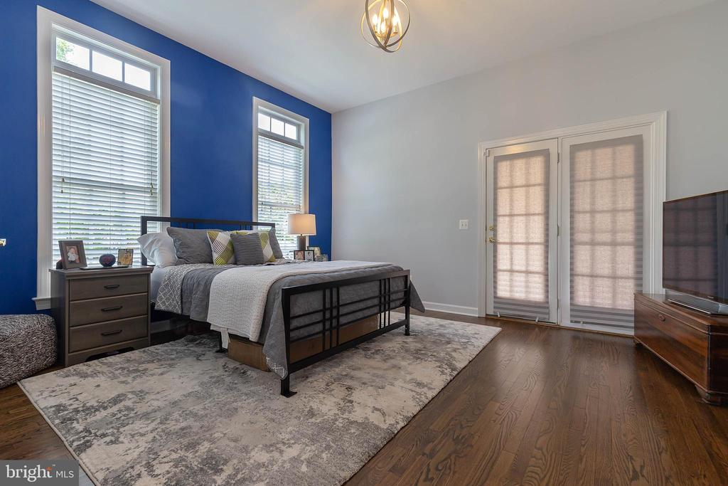 Main Level Bedroom with Side Porch Access - 19448 MILL DAM PL, LEESBURG