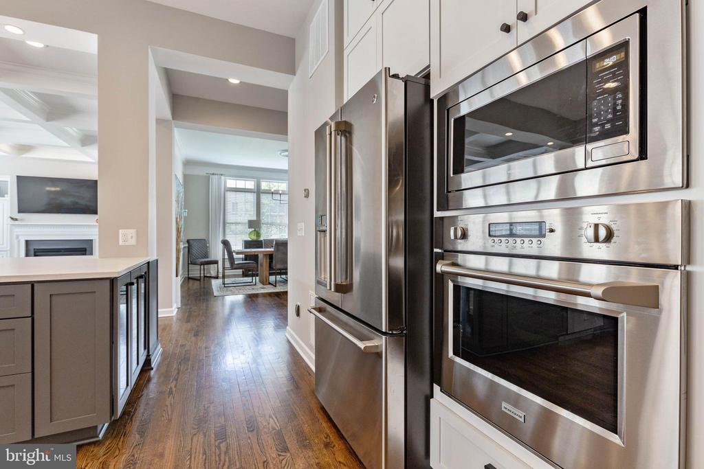 Stainless Steel Refrigerator, Oven & Microwave - 19448 MILL DAM PL, LEESBURG