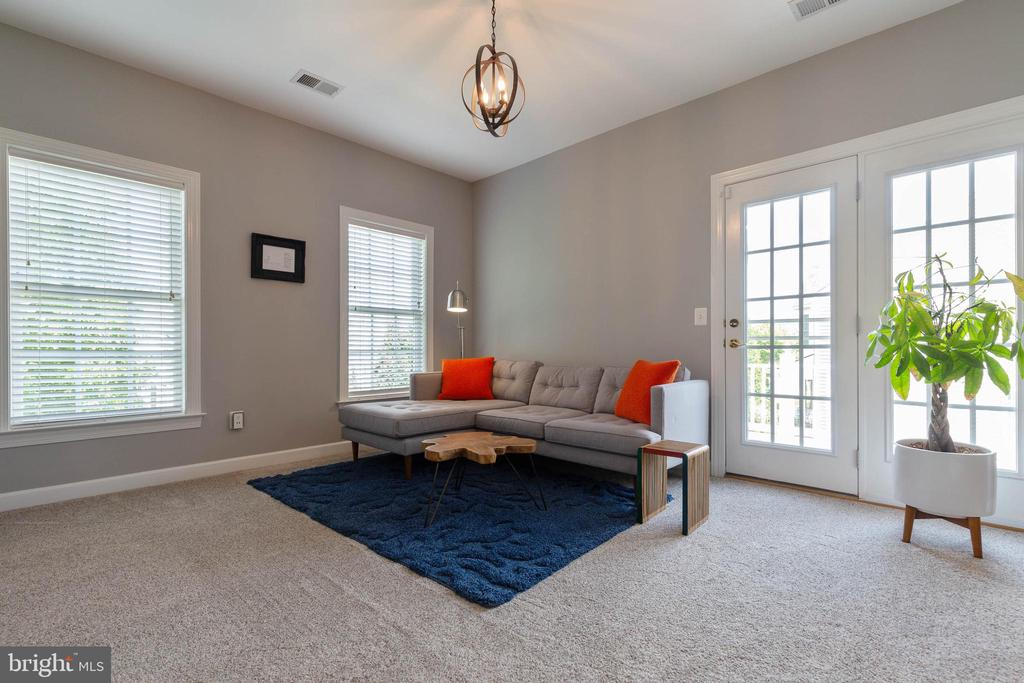 Sitting Room Off Master with Access to Balcony - 19448 MILL DAM PL, LEESBURG