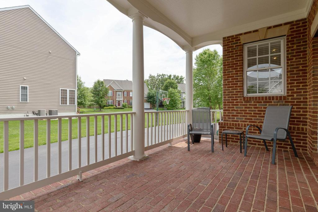 Side Brick Porch - 19448 MILL DAM PL, LEESBURG