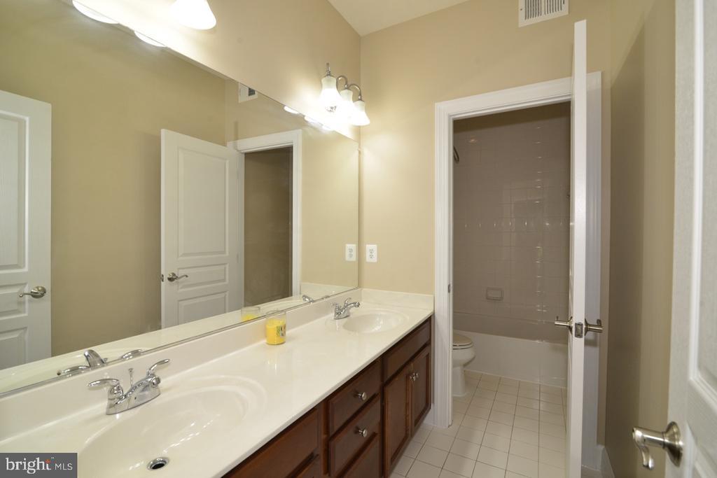 Second Bathroom - 23110 BRONSTEIN LN, ASHBURN