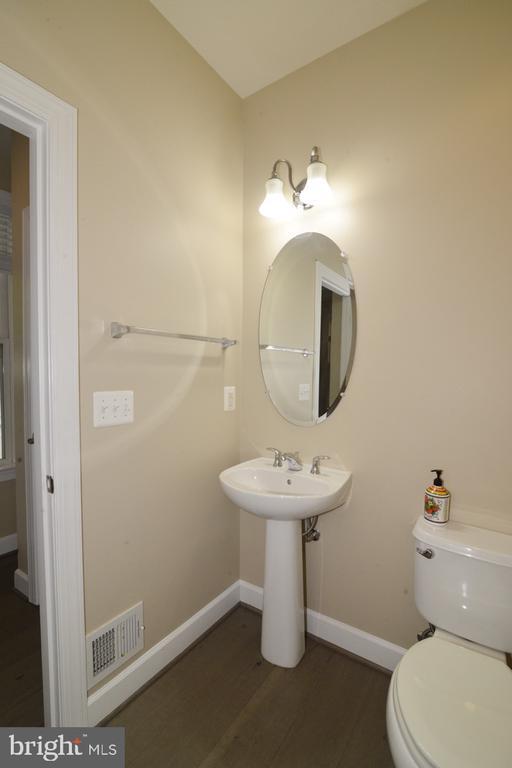 Half Bathroom - 23110 BRONSTEIN LN, ASHBURN