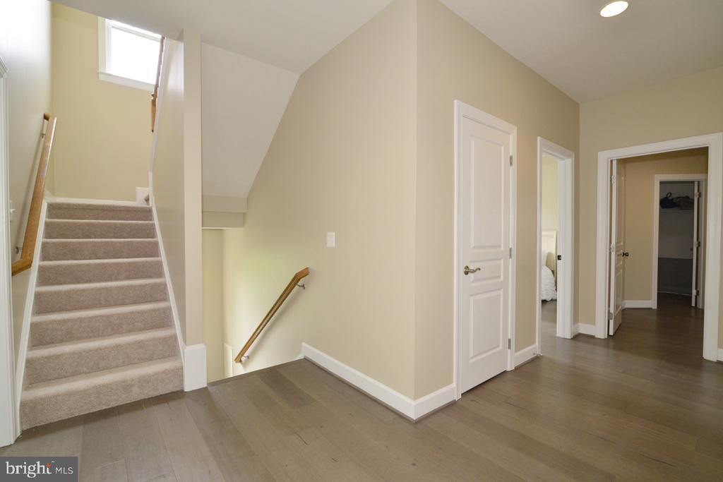 Hallway - 23110 BRONSTEIN LN, ASHBURN