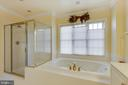 Soaking tube and separate shower - 18605 KERILL RD, TRIANGLE