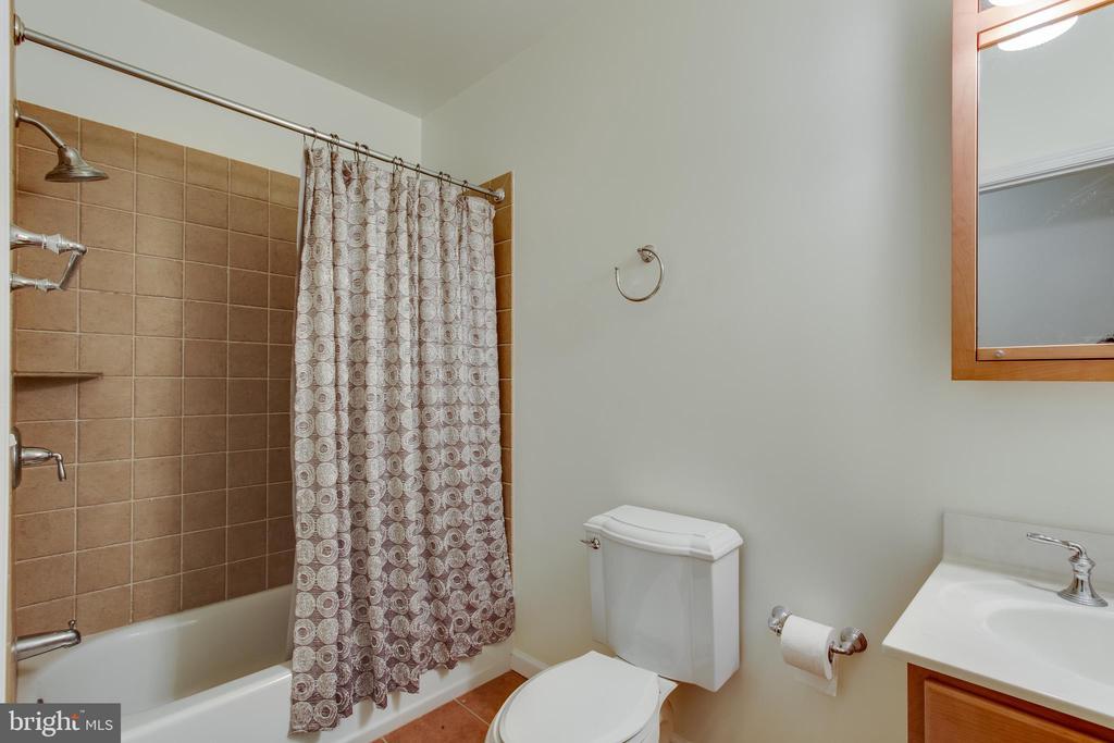 Full bath in lower level - 18605 KERILL RD, TRIANGLE