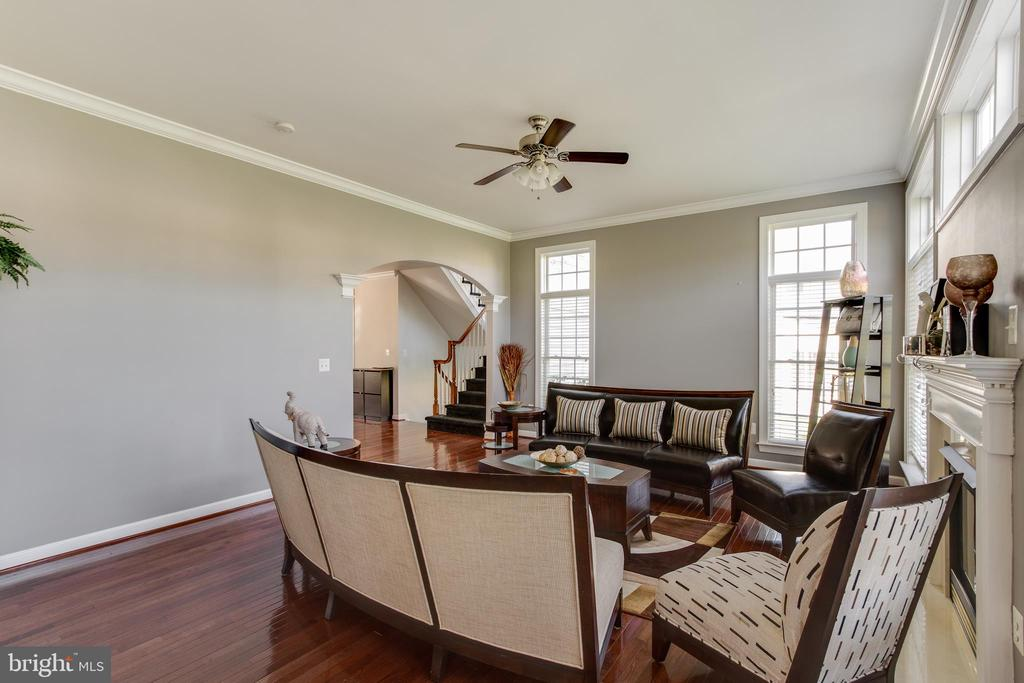 Formal Living room with ceiling fan - 18605 KERILL RD, TRIANGLE