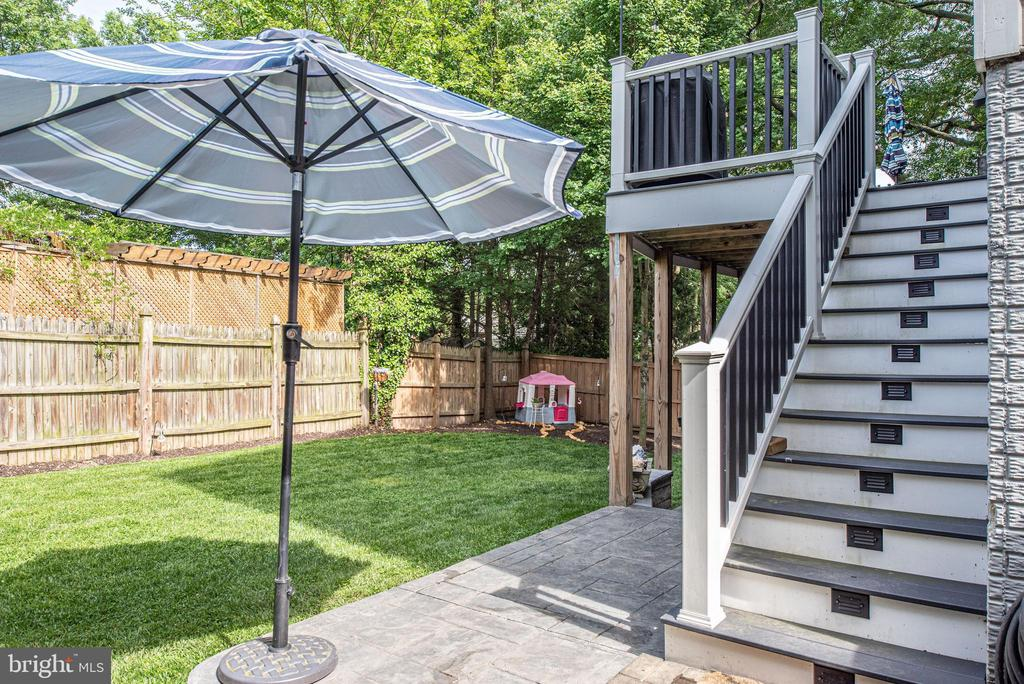 Trex deck, stamped concrete patio, usable yard - 409 N FREDERICK ST, ARLINGTON