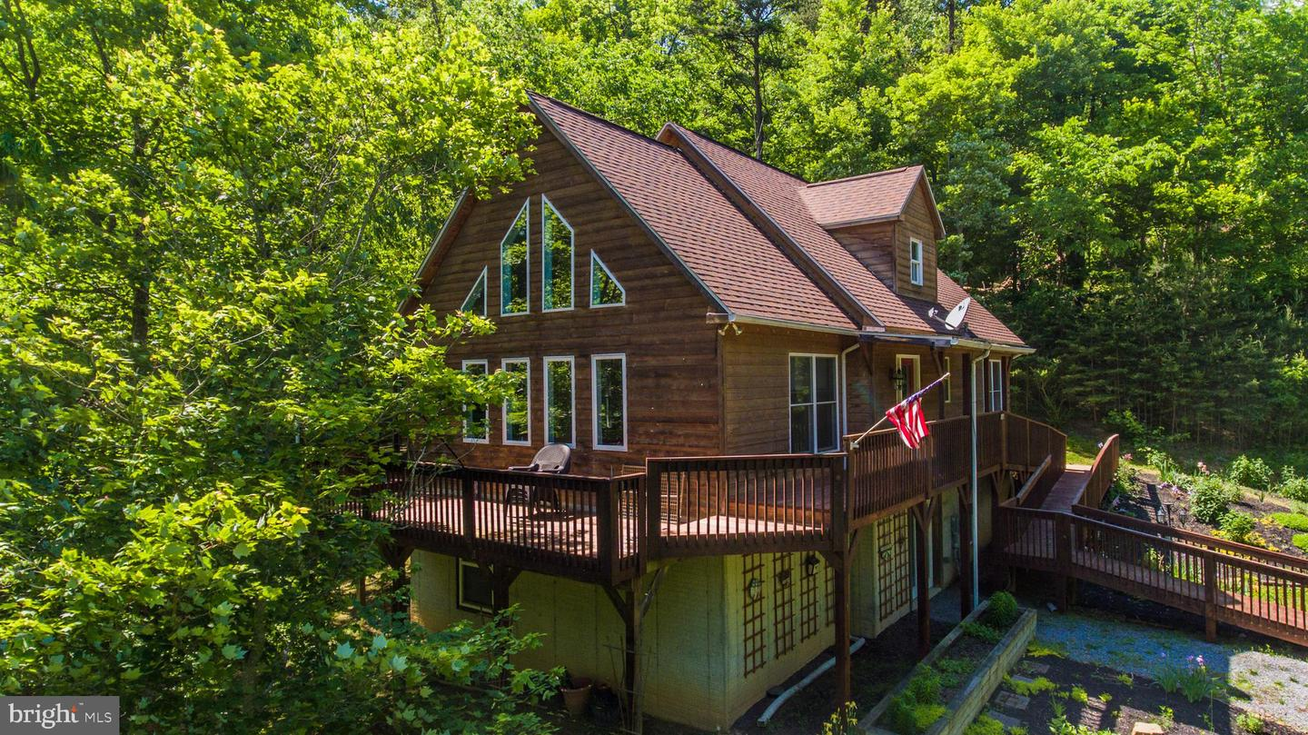 Single Family for Sale at 586 Creek View Lane Berkeley Springs, West Virginia 25411 United States