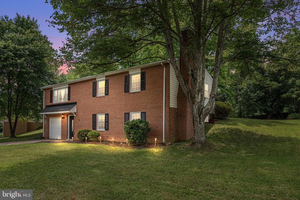 FABULOUS RENOVATED HOME IN WINEWOOD - 146 WINEWOOD DR, LOCUST GROVE