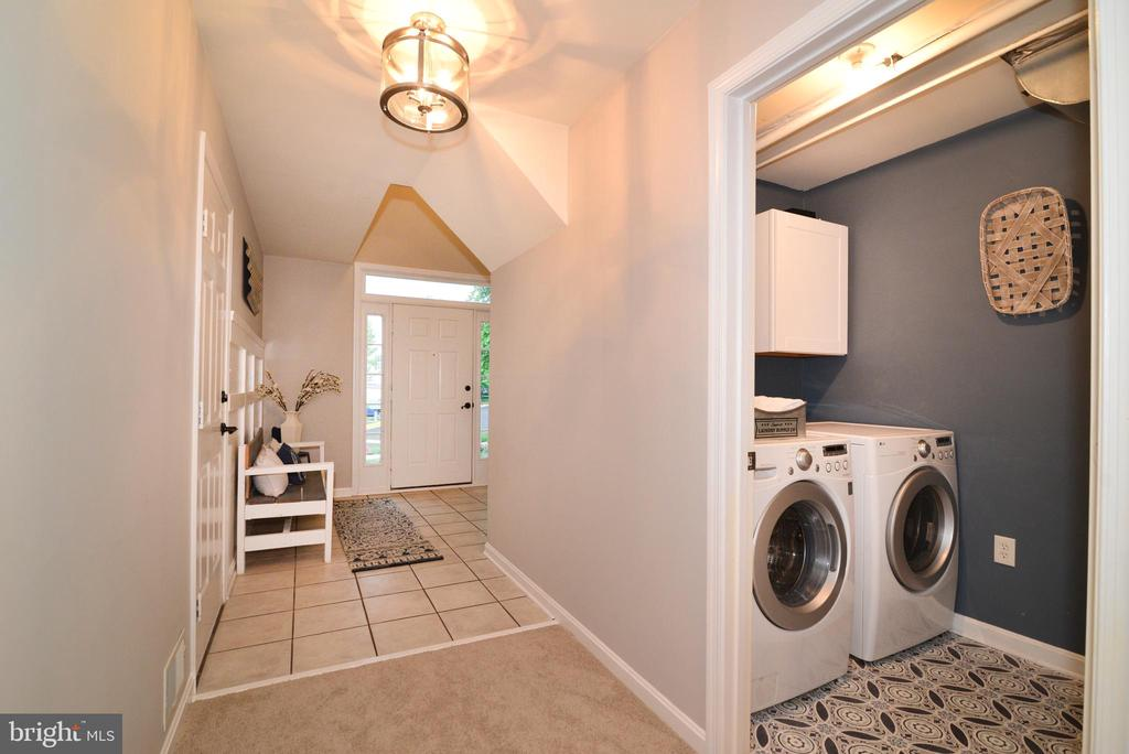 Updated lighting & cabinets in laundry - 21854 KINGS CROSSING TER, ASHBURN