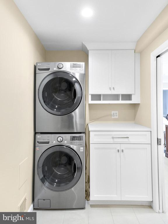 Main level laundry room - 7306 COVENTRY DR, MIDDLETOWN