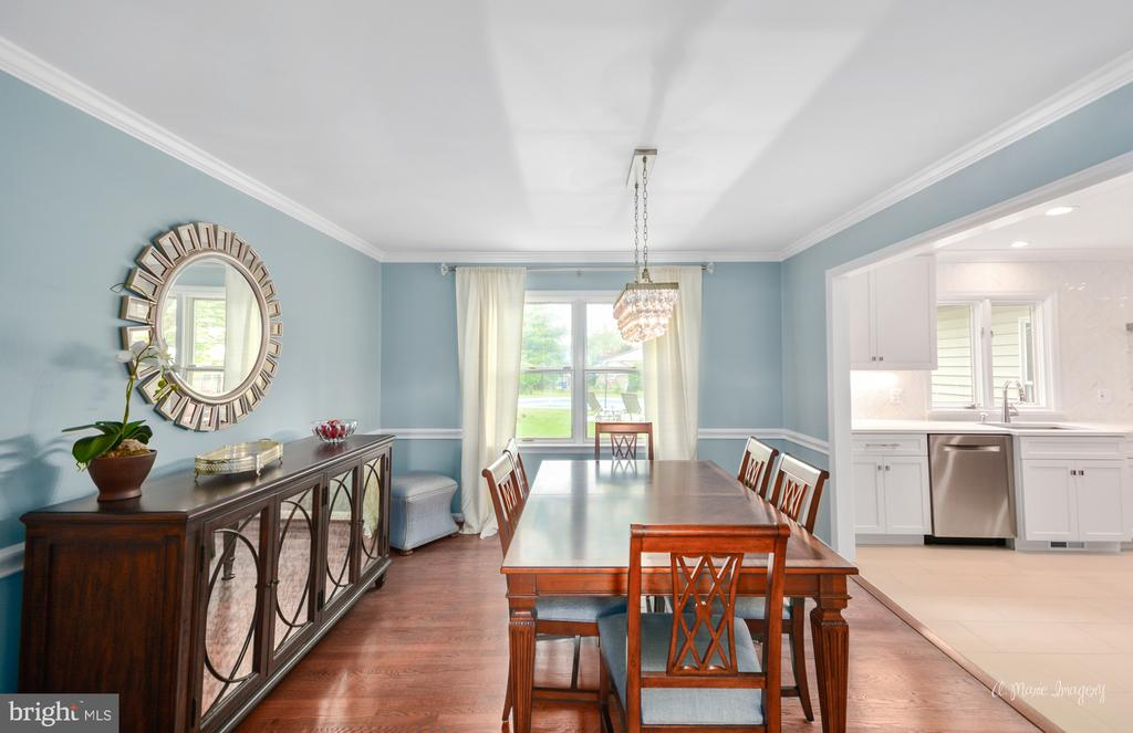 Formal dining room with newer wood floors - 7306 COVENTRY DR, MIDDLETOWN