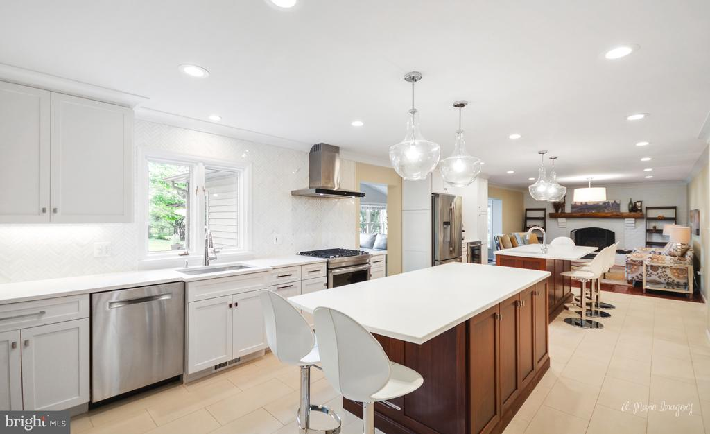 Dream kitchen for entertainers - 7306 COVENTRY DR, MIDDLETOWN