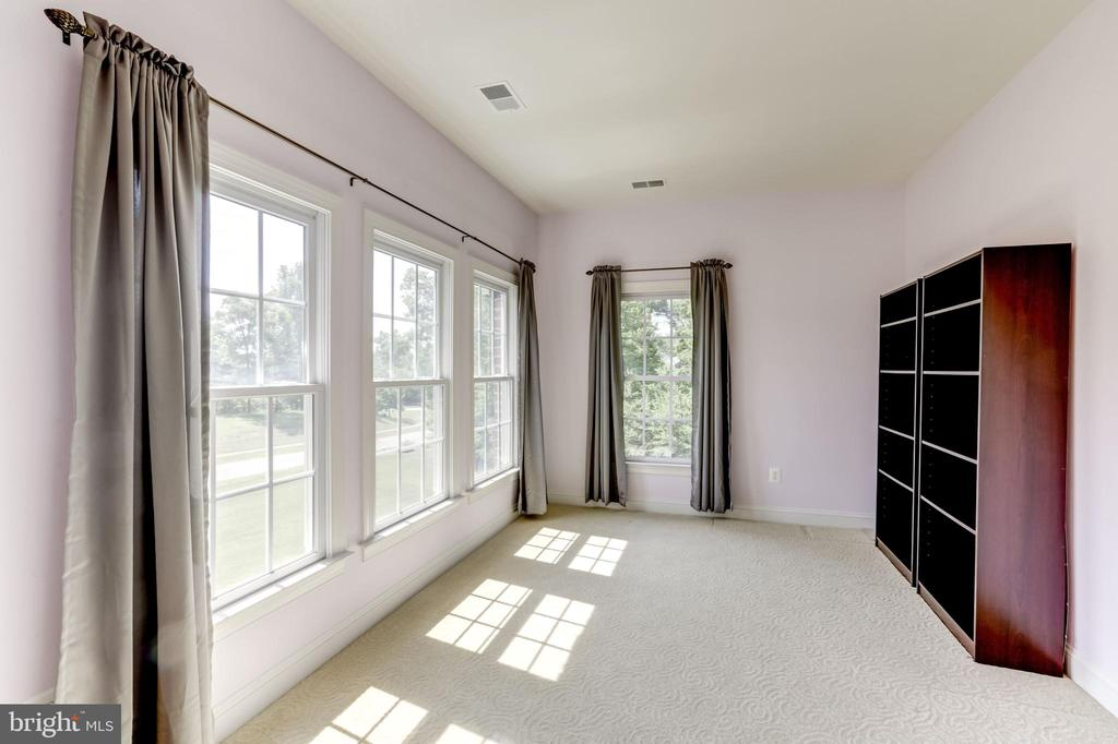 BEDROOM #2 (SITTING/PLAY ROOM) - 27651 EQUINE CT, CHANTILLY