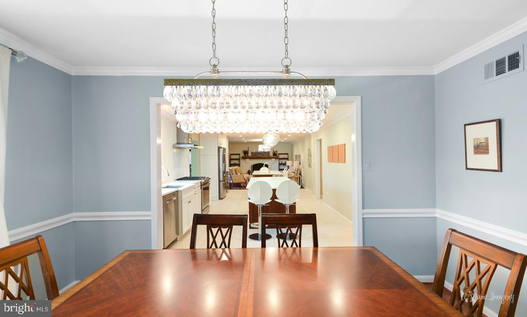 Dining room opens to gourmet kitchen - 7306 COVENTRY DR, MIDDLETOWN