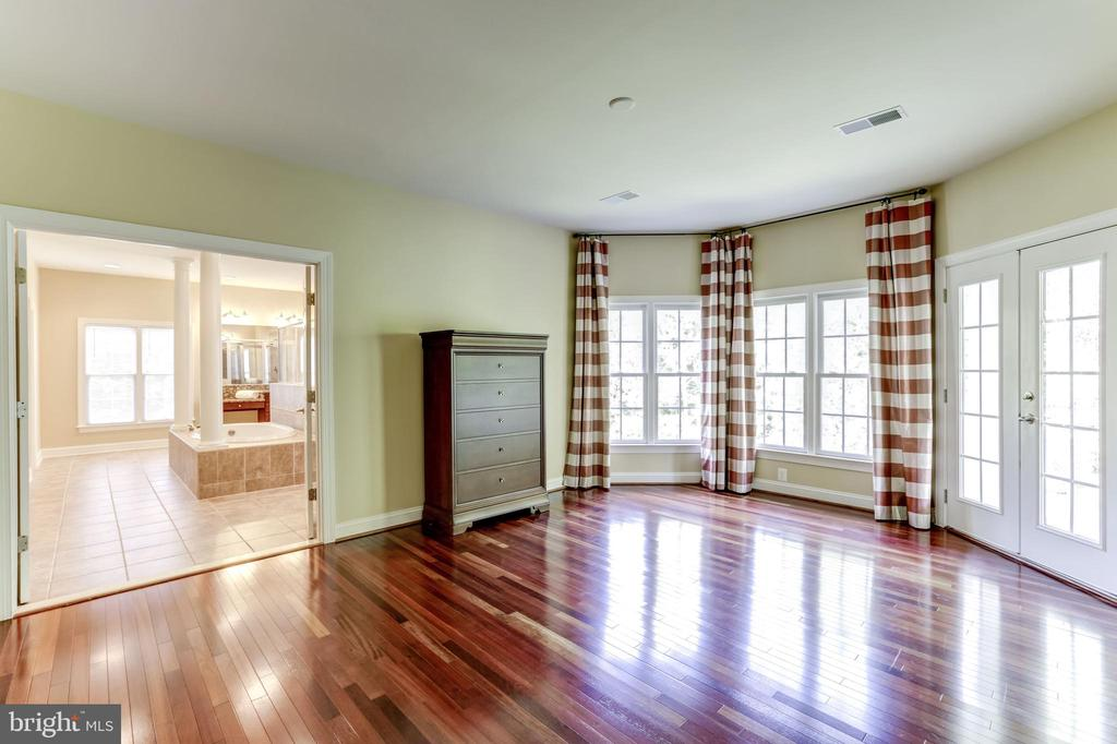 MASTER SITTING ROOM TO ENSUITE BATH - 27651 EQUINE CT, CHANTILLY