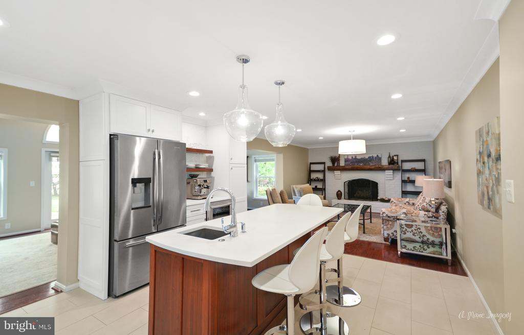 Top of the line appliances and Quartz counter tops - 7306 COVENTRY DR, MIDDLETOWN