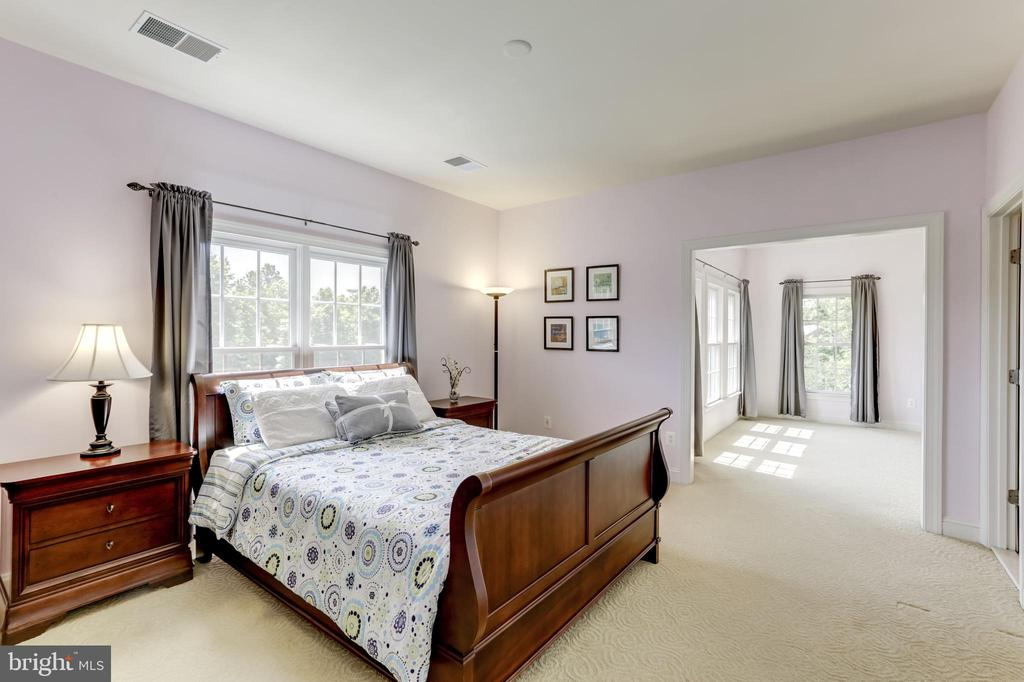 BEDROOM #2, SITTING/PLAY ROOM & BATH - 27651 EQUINE CT, CHANTILLY