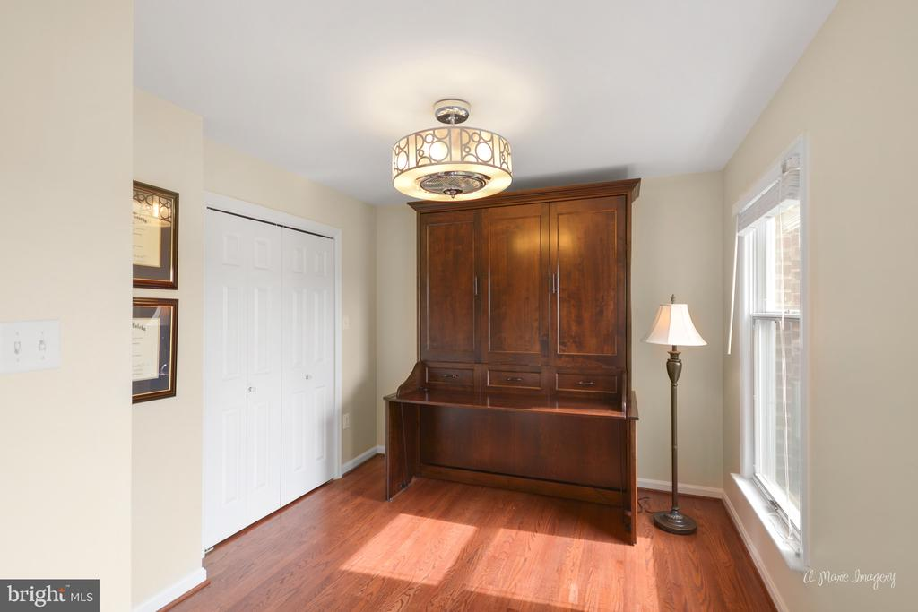 Office converts to a guest room - 7306 COVENTRY DR, MIDDLETOWN