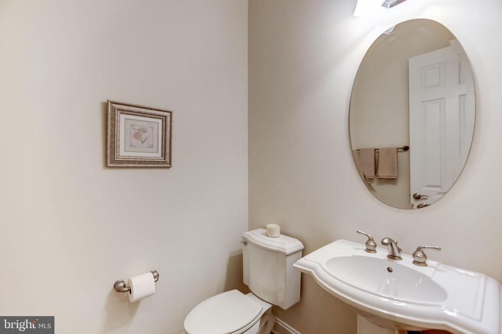 GUEST POWDER BATH - 27651 EQUINE CT, CHANTILLY