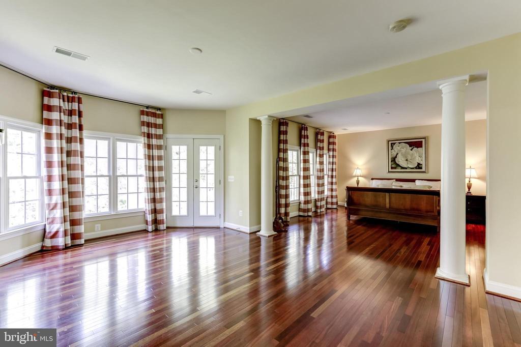 MASTER SUITE: BEDROOM & SITTING ROOM & VERANDA - 27651 EQUINE CT, CHANTILLY