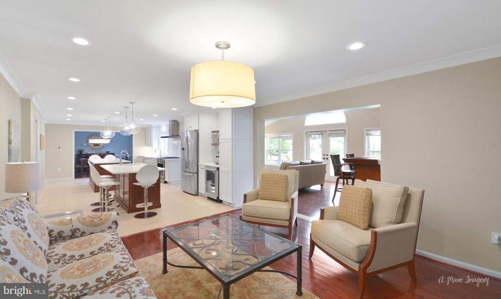 Conversation living space - 7306 COVENTRY DR, MIDDLETOWN