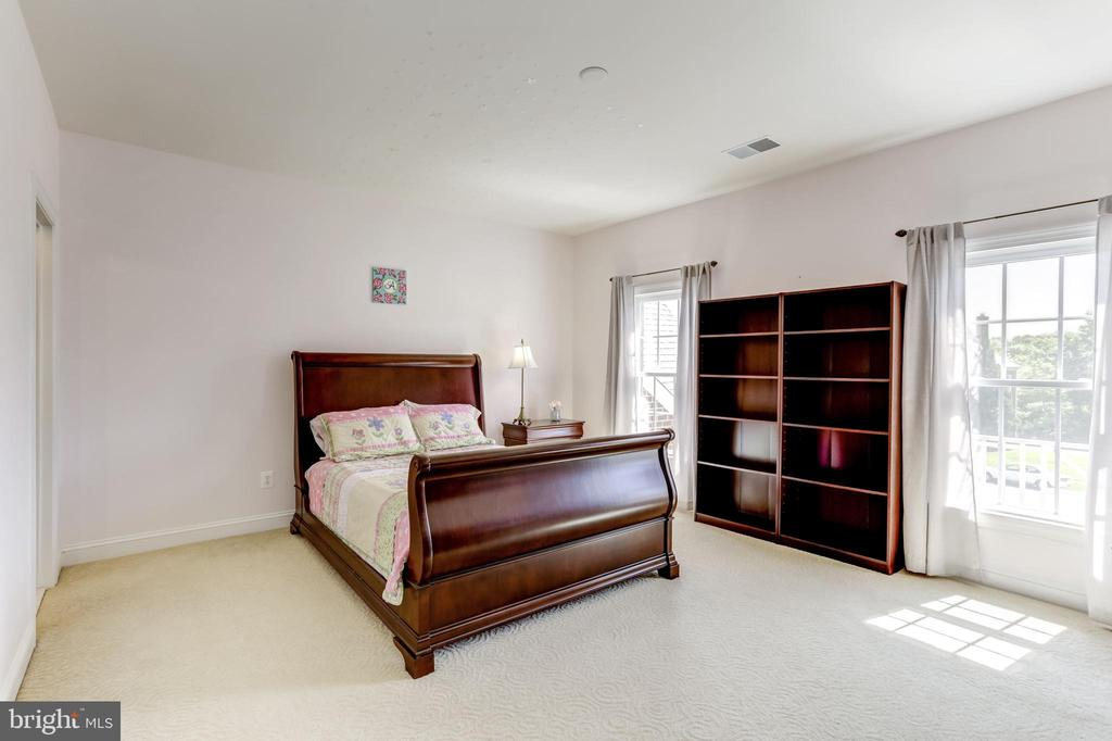 BEDROOM #3 WITH ENSUITE BATH & WALK-IN CLOSET - 27651 EQUINE CT, CHANTILLY