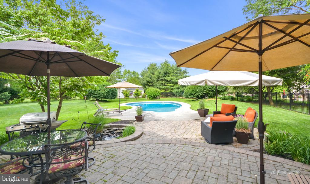 Inviting paver patio for relaxation - 7306 COVENTRY DR, MIDDLETOWN