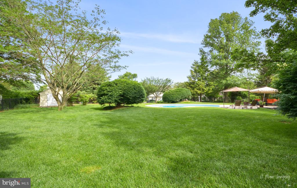 Plenty of backyard space to play in - 7306 COVENTRY DR, MIDDLETOWN