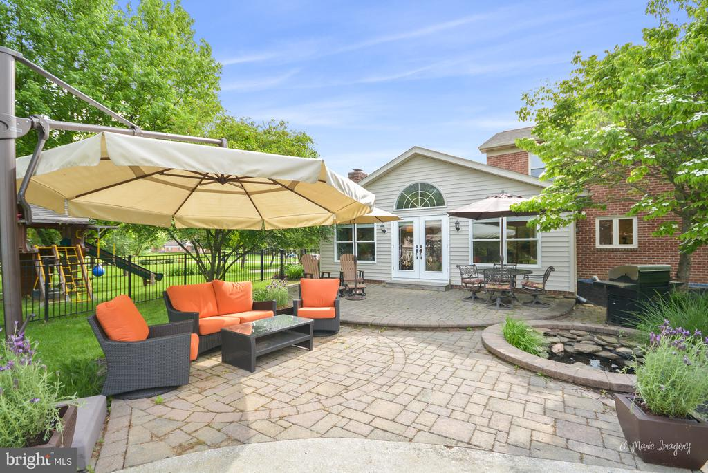 Paver patio with Koi pond - 7306 COVENTRY DR, MIDDLETOWN