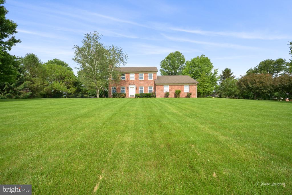 Solid brick colonial in sought-after neighborhood - 7306 COVENTRY DR, MIDDLETOWN