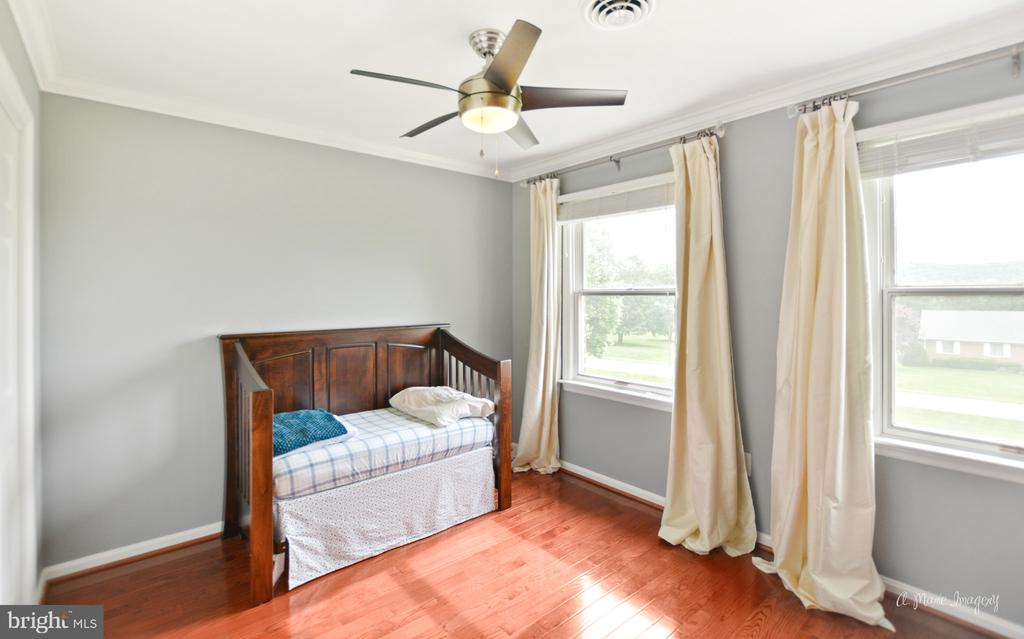 4th bedroom with newer wood floors - 7306 COVENTRY DR, MIDDLETOWN