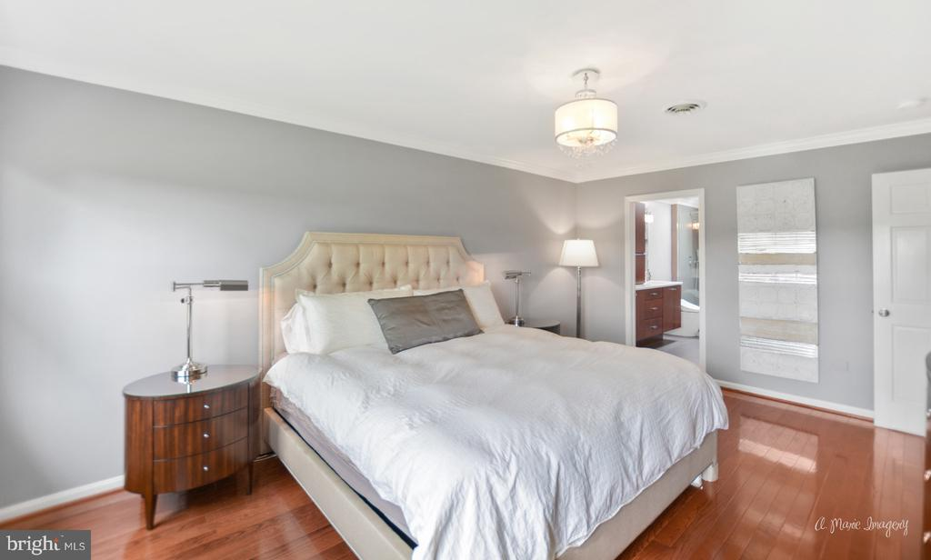 Master Suite opens to full bath - 7306 COVENTRY DR, MIDDLETOWN