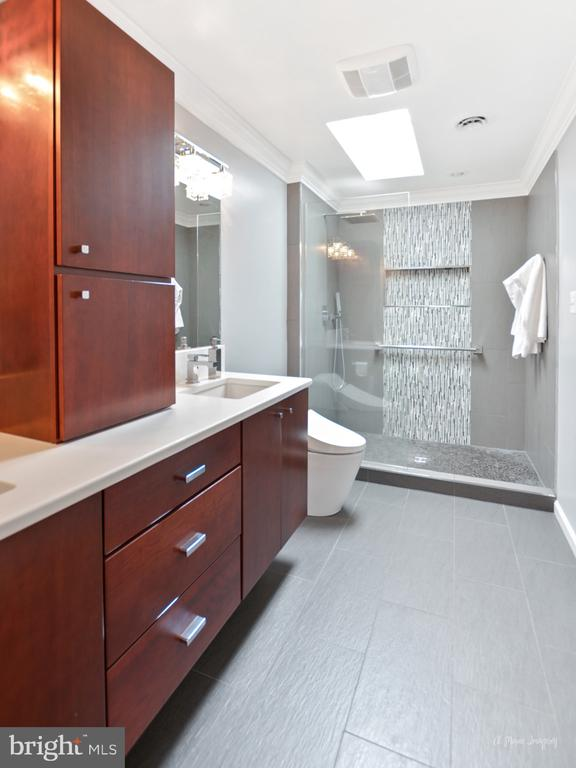 Full master bath reno - 7306 COVENTRY DR, MIDDLETOWN