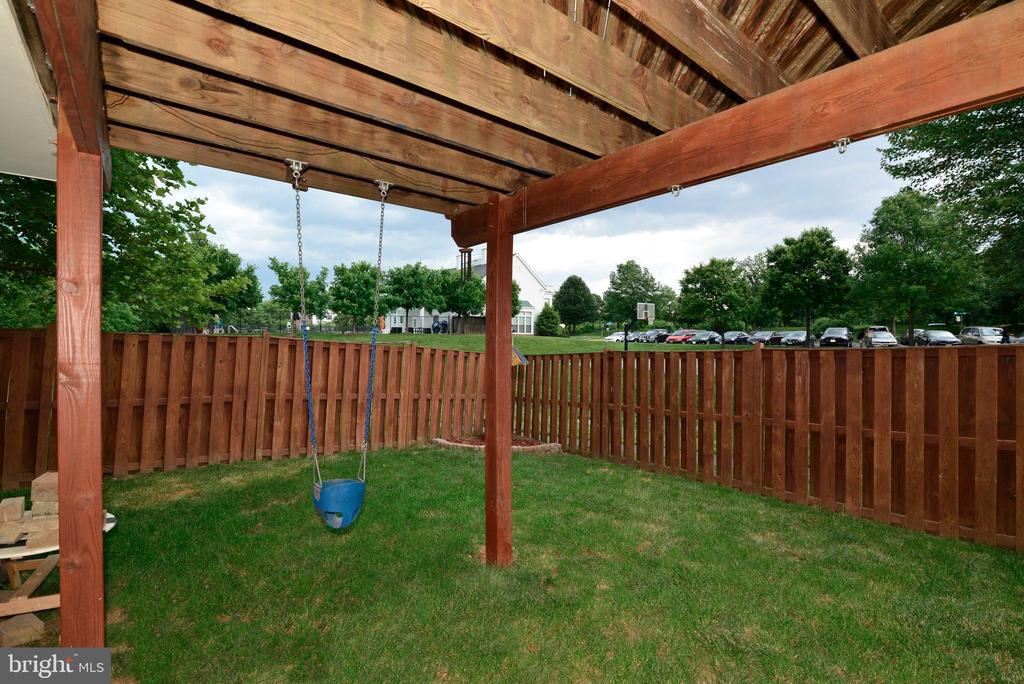 Fully Fenced for privacy - 21854 KINGS CROSSING TER, ASHBURN