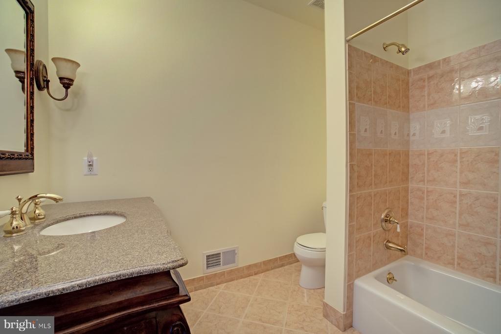 Carriage house full bath - 40412 SPECTACULAR BID PL, LEESBURG