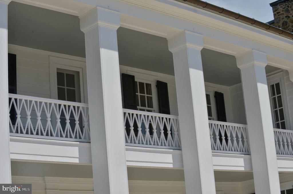 Second level full length veranda - 8362 HOLTZCLAW RD, WARRENTON
