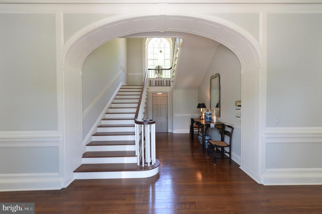 Grand entry foyer - 8362 HOLTZCLAW RD, WARRENTON
