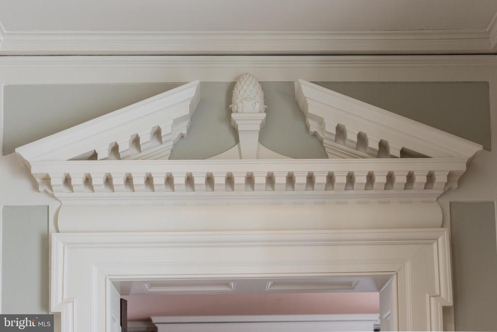 Intricate architectural molding - 8362 HOLTZCLAW RD, WARRENTON